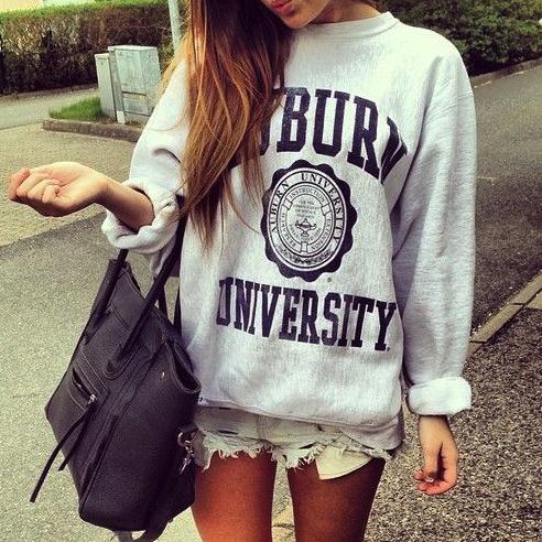 sudadera, tee, camiseta, Universidad, outfit, moda, mujer