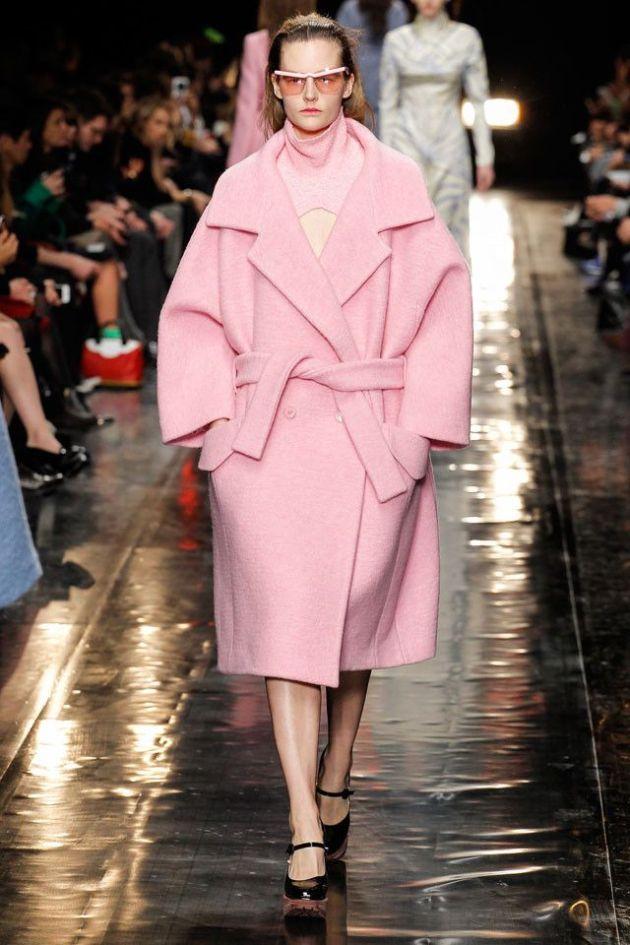 abrigo, cocoon, rosa, outfit, moda, mujer