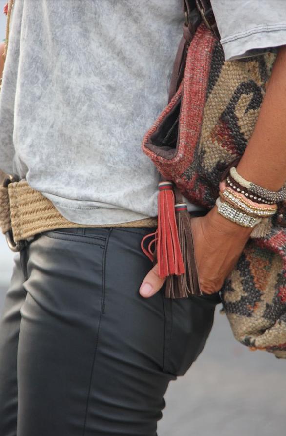 pantalones, cuero, tendencia, moda, outfit, mujer