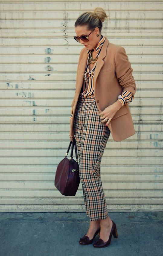 camuflaje, mixed prints, outfit, mujer, moda, tendencia