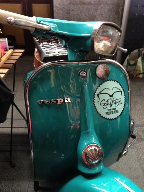 Mercado de motores, vintage, retro, musica, copas