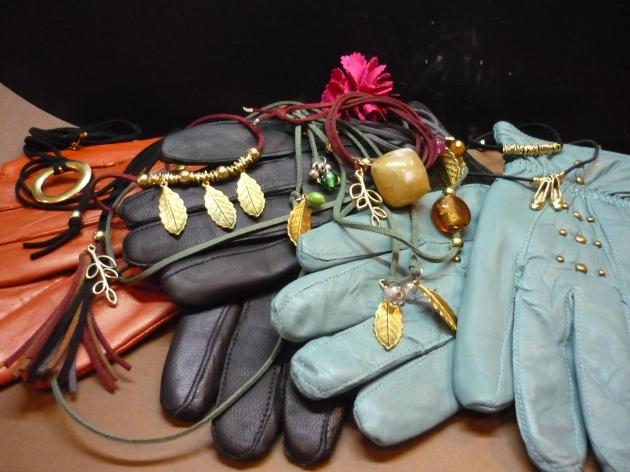 bisuterías, complementos, pulseras, collares, bolsos