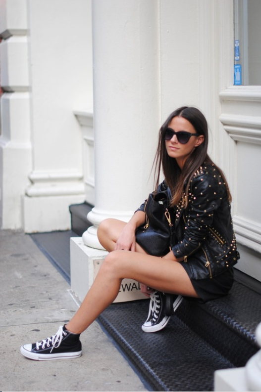 shorts, cuero, tendencia, outfit, mujer
