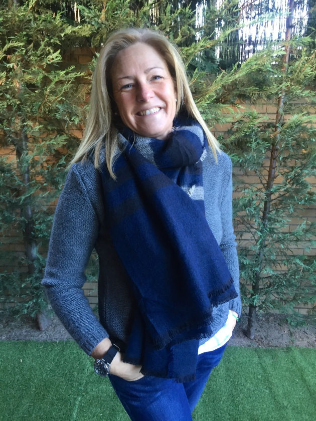 treintamasdiez-blog-de-moda fular azul y gris