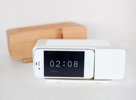 treintamasdiez blog de moda base-dock-despertador-retro-para-iphone-elige-tu-color